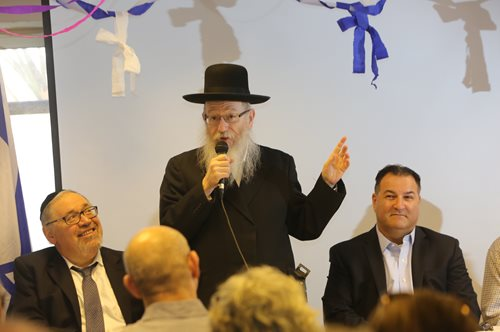 Health Minister Rabbi Yaakov Litzman speaks to the delegation at Hala: the Rachel Nash Jerusalem Comprehensive Breast Clinic