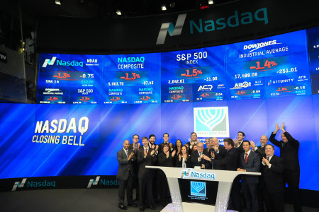 Bonds staff joins in the closing bell (Photo: Christopher Galluzzo)