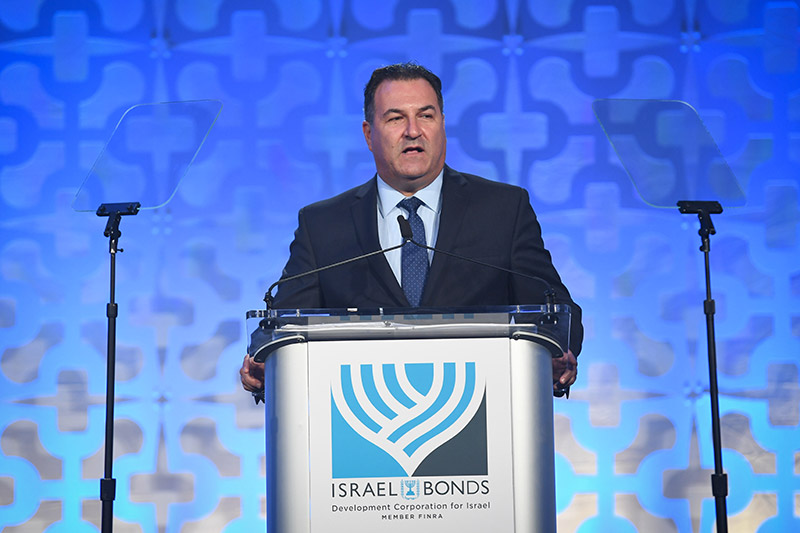 Israel Maimon addresses the prestigious Israel Bonds Prime Minister's Club Dinner, attended by hundreds of Bonds supporters from three continents (Photo: Shahar Azran)