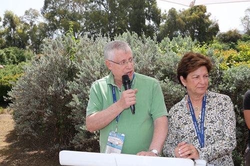 Hélène et Burt Herbstman président une cérémonie de commémoration en Israël, lors de Yom HaZikaron (jour du Souvenir)