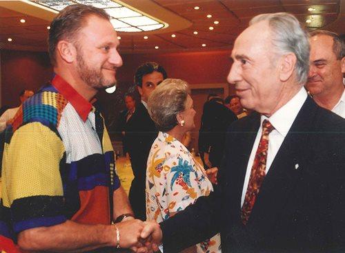 Greeting Shimon Peres during the Bonds Jerusalem 3000 delegation
