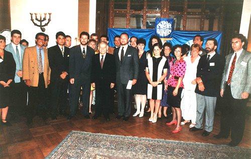 Howard Goldstein et les délégués du Nouveau leadership regroupés autour du premier ministre Yitzhak Shamir