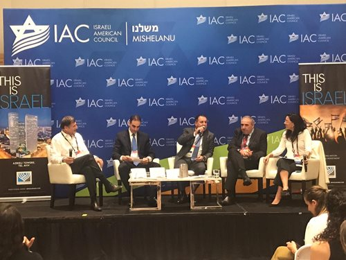 Israel Maimon (center) participates in a panel discussion on Israel's economy at the IAC National Summit in Hollywood, Florida (Photo by Zeev Rubinstein)